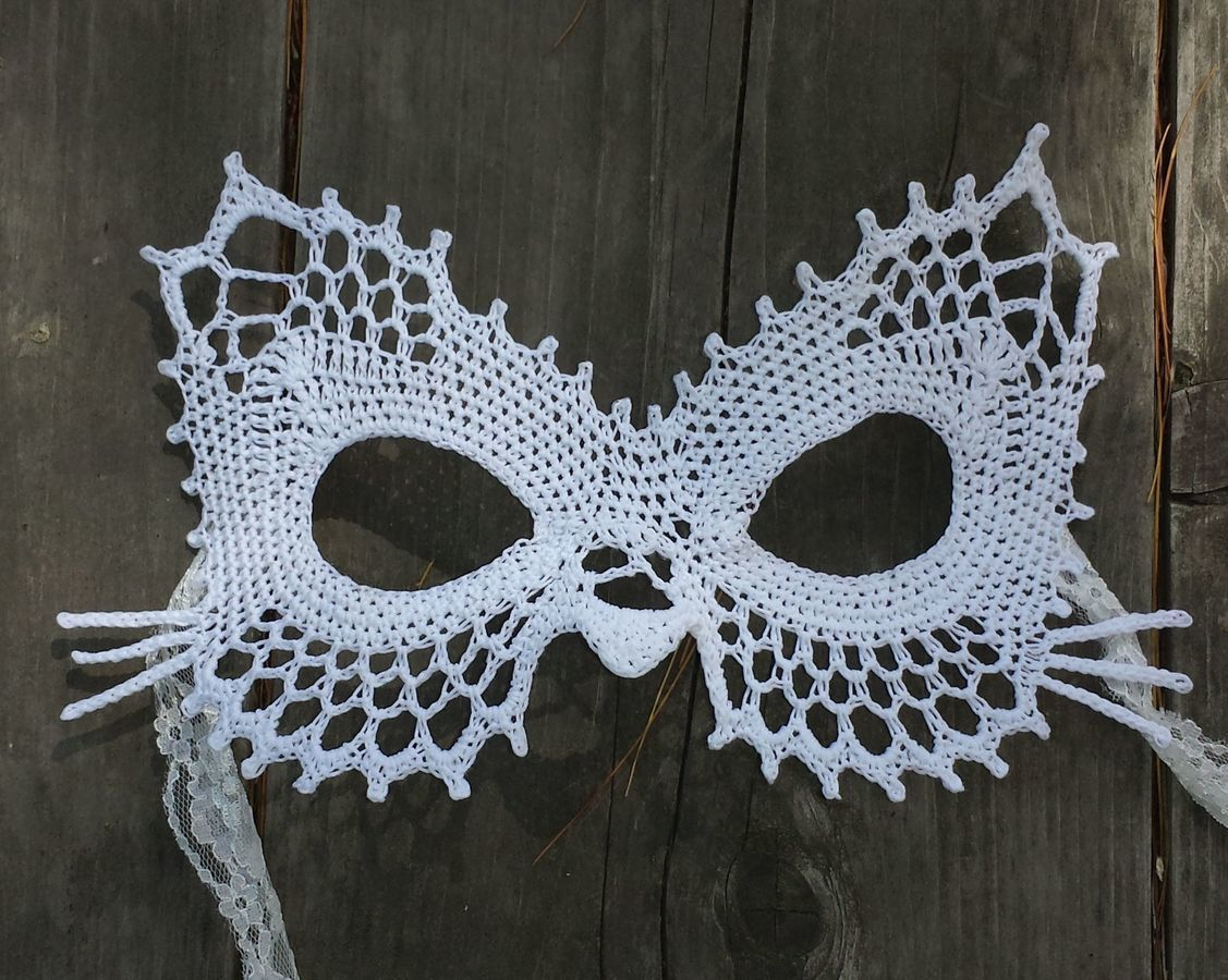 Lace Cat Masquerade Mask (dress up or photo prop)- crochet pattern
