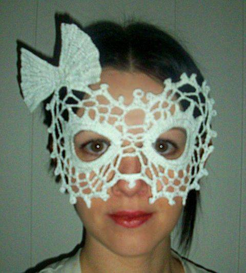 Download Lady Bow Lace Masquerade Mask (dress up or photo prop)- crochet pattern immediately at Makerist