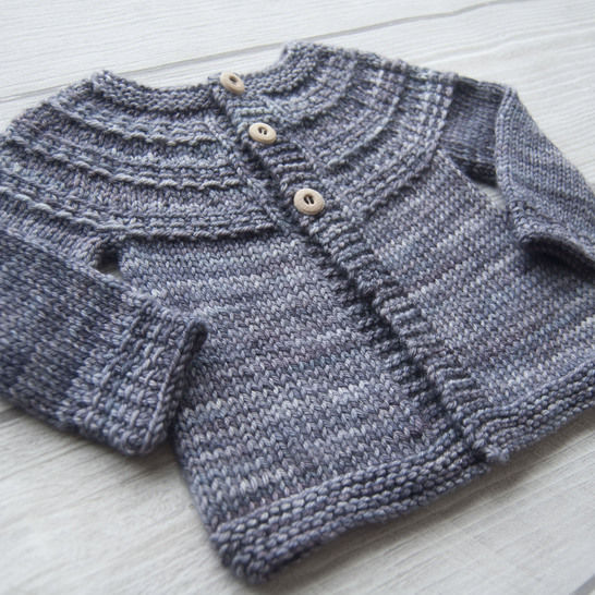 Download Hyphen unisex baby and child cardigan - knitting pattern - Knitting Patterns immediately at Makerist