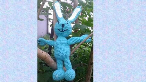 Häkelanleitung blauer Hase bei Makerist sofort runterladen