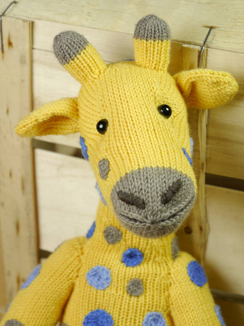 Download AMANI THE GIRAFFE knitting pattern immediately at Makerist