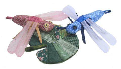 Download Scrap Bag Dragonfly & Lily Pad Sewing Pattern immediately at Makerist