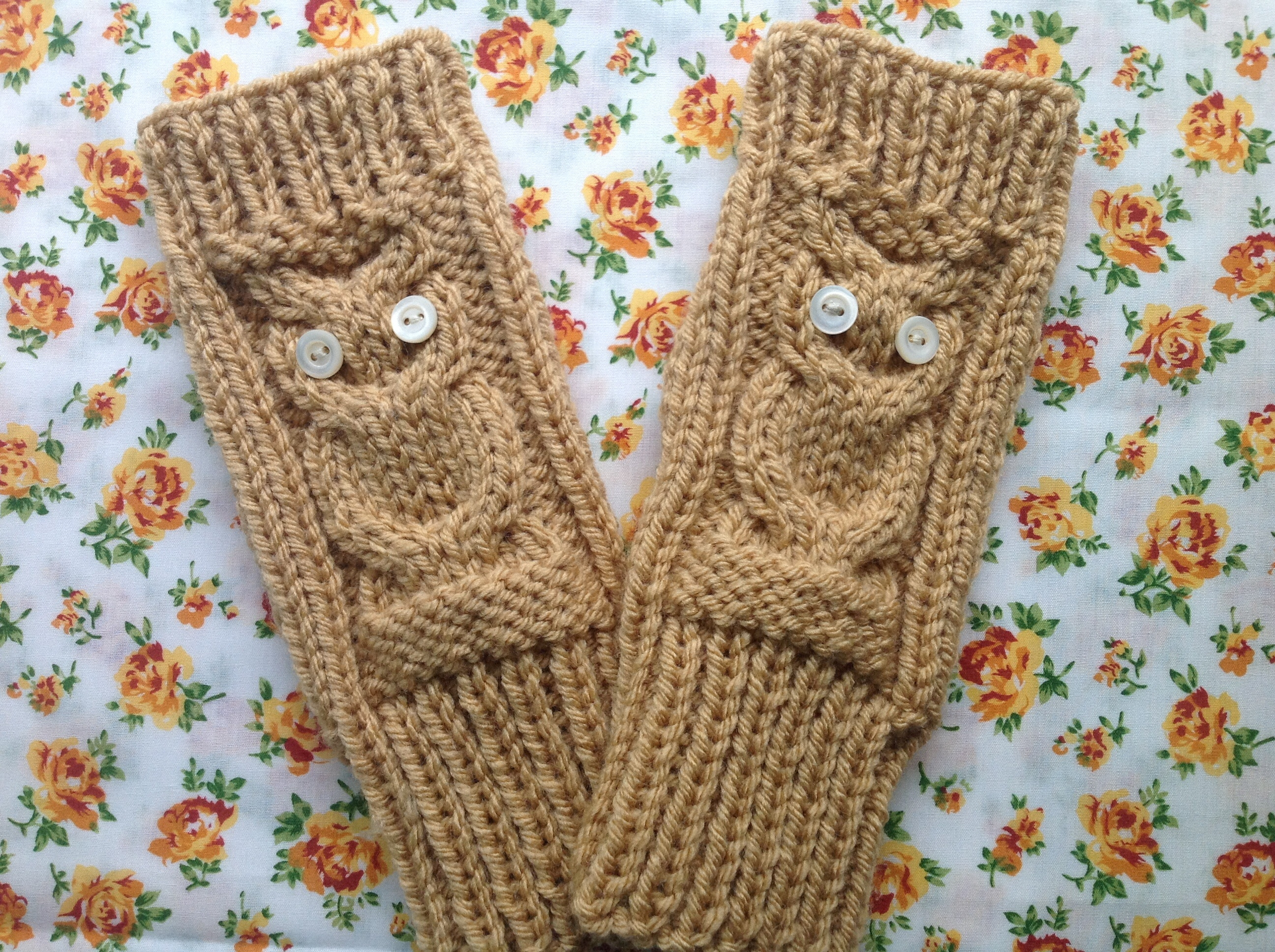 Owl fingerless gloves - knitting pattern