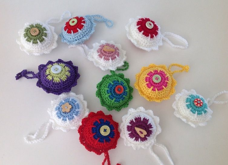 Download Christmas bauble crochet pattern - Crochet Patterns immediately at Makerist