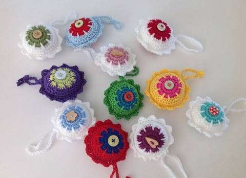 Download Christmas bauble crochet pattern immediately at Makerist