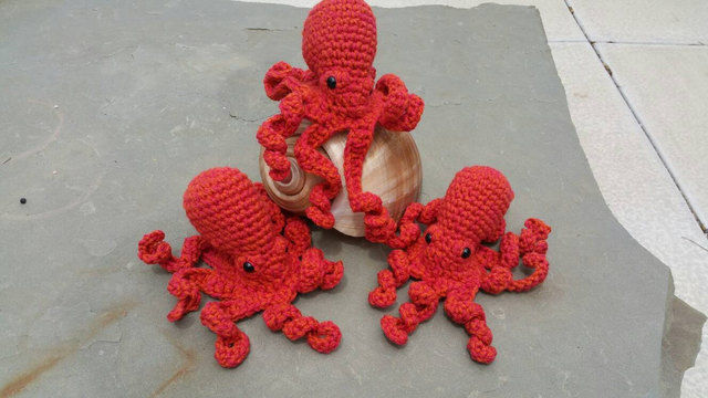 Download Giant Pacific Octopus Amigurumi Crochet Pattern + Tutorial - Beginner Friendly - Crochet Patterns immediately at Makerist