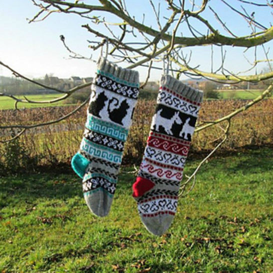 Download Christmas Stocking - Cats and Dogs - Knitting Patterns immediately at Makerist