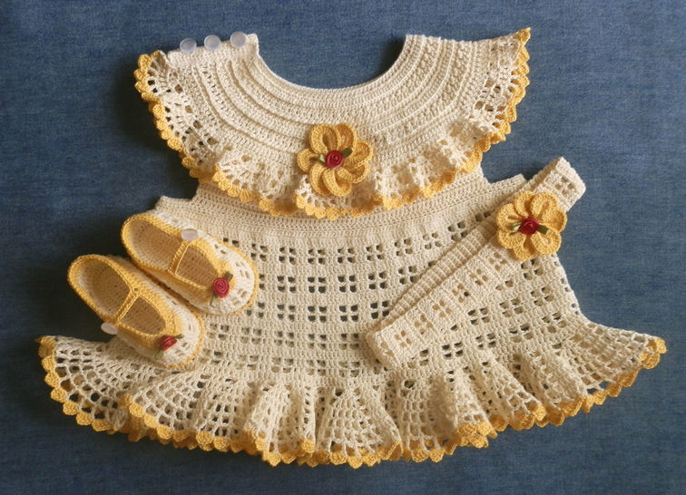 Download Newborn Dress Shoes and Matching Headband Crochet Pattern - Crochet Patterns immediately at Makerist