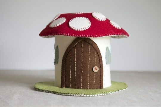 Download Toadstool Felt House Sewing Pattern and Tutorial - Sewing Patterns immediately at Makerist