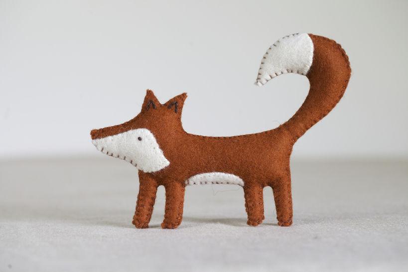 Download Freya Fox Sewing Pattern – DIY embroidery sewing pattern for fox softie – Fox soft toy tutorial - Sewing Patterns immediately at Makerist