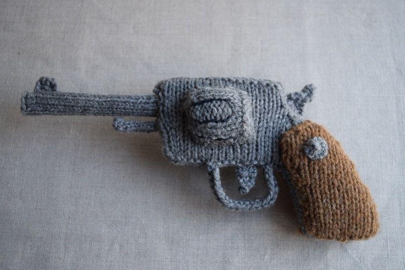 Download Knitted Revolver PDF Pattern - Knitting pattern for a gun - Knitting Patterns immediately at Makerist