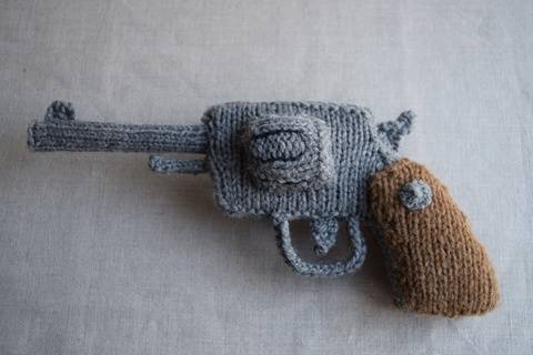 Download Knitted Revolver PDF Pattern - Knitting pattern for a gun immediately at Makerist