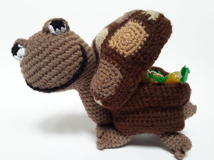 Schildkröte Emil mit Geschenkeversteck – Häkelanleitung - Häkelanleitungen bei Makerist sofort runterladen