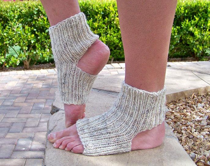 Download Yoga Socks, Knit Socks, Womens Socks, Mens Socks - Knitting Patterns immediately at Makerist