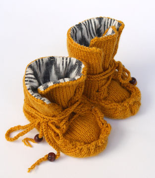 Download Knitted Moccasin Boots - Knitting Patterns immediately at Makerist