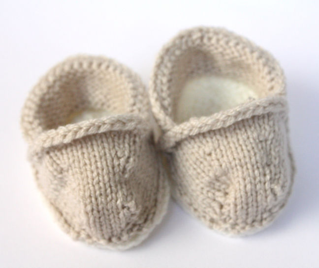 Download Knitted KATES (TOMS Inspired) Flates - Knitting Patterns immediately at Makerist