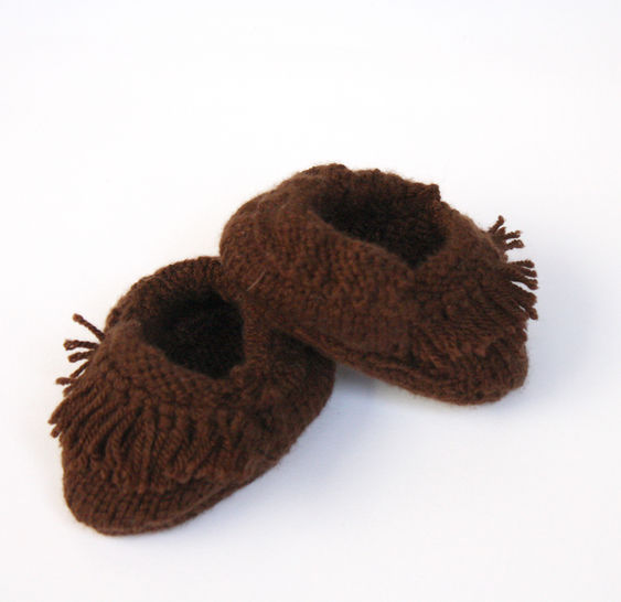 Download Knitted Fringed Moccasins  - Knitting Patterns immediately at Makerist