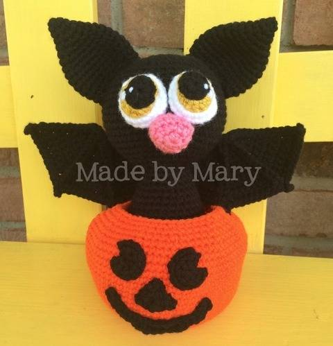 Download Bat in Pumpkin Amigurumi immediately at Makerist