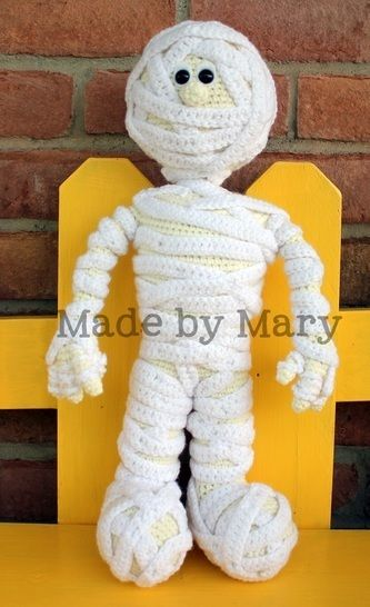 Download Morris the Mummy Amigurumi - Crochet Patterns immediately at Makerist