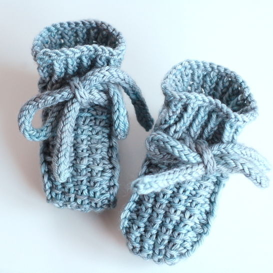 Download Little Booties - knitting pattern - Knitting Patterns immediately at Makerist