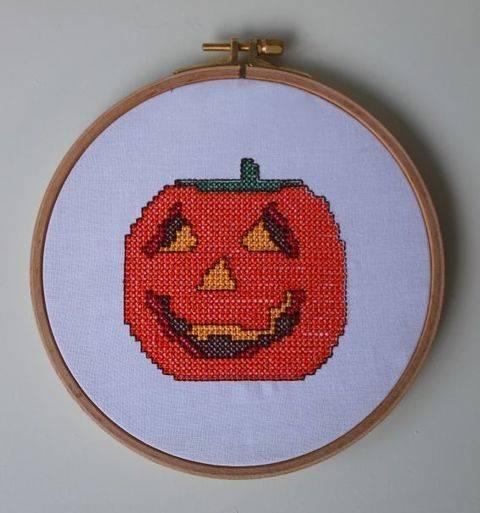 Stickdatei im Kreuzstich: Halloween - Kürbis bei Makerist sofort runterladen
