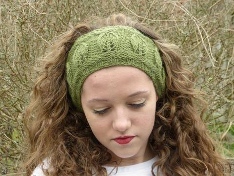 Leaf Motif Headband Pattern-Knit in the Round  (en) bei Makerist sofort runterladen