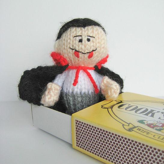 The Little Vampire (en) - Strickanleitungen bei Makerist sofort runterladen