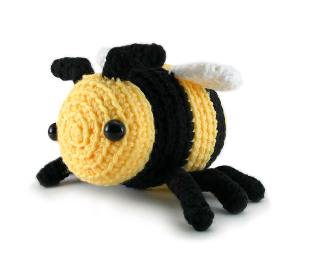 Little Bobby the Bumble Bee - amigurumi crochet pattern (en) - Häkelanleitungen bei Makerist sofort runterladen