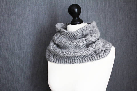 Download Back to Scowl - Woman cowl knitting pattern immediately at Makerist