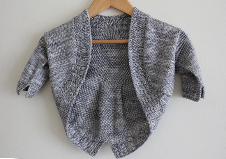 Download Petite Fille Modèle - Child Shrug Knitting Pattern - Knitting Patterns immediately at Makerist