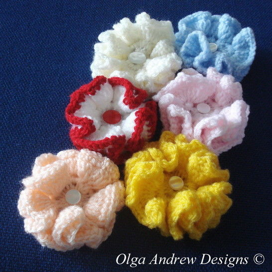 Download Small ruffle flower crochet pattern 018 - Crochet Patterns immediately at Makerist