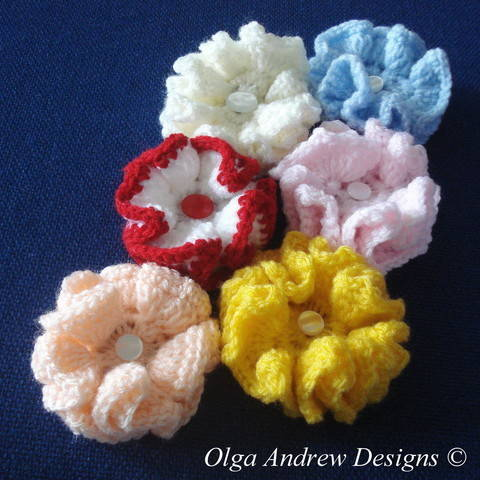 Download Small ruffle flower crochet pattern 018 immediately at Makerist