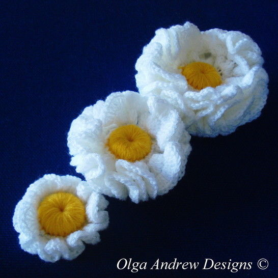 Download Three flowers crochet pattern 034 - Crochet Patterns immediately at Makerist