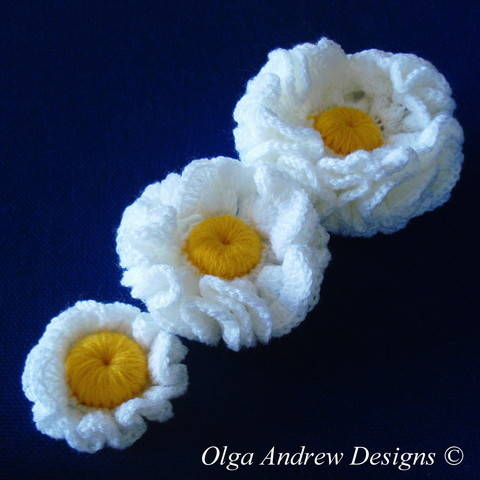 Download Three flowers crochet pattern 034 immediately at Makerist
