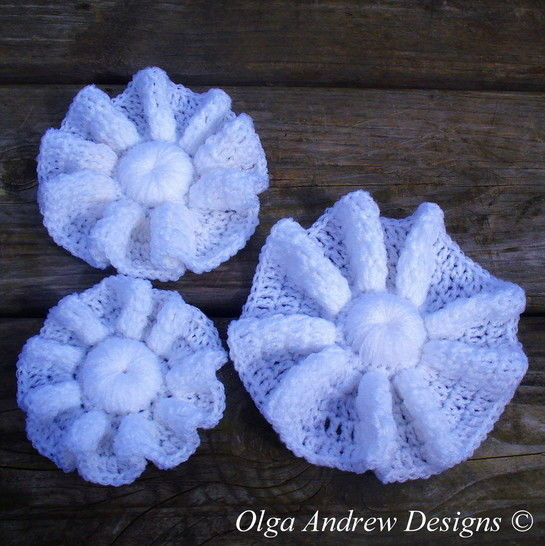 Download Three wavy flowers crochet pattern 067 - Crochet Patterns immediately at Makerist