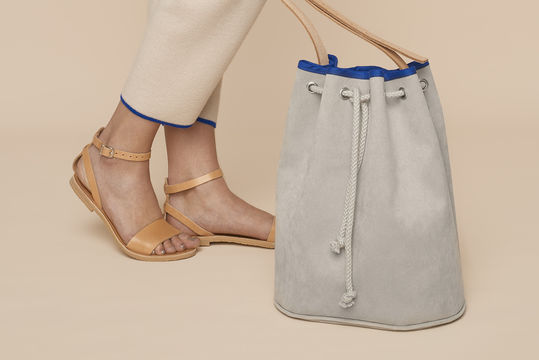 Download Alcantara or faux leather Bucket Bag with leather straps and piping - Sewing Patterns immediately at Makerist