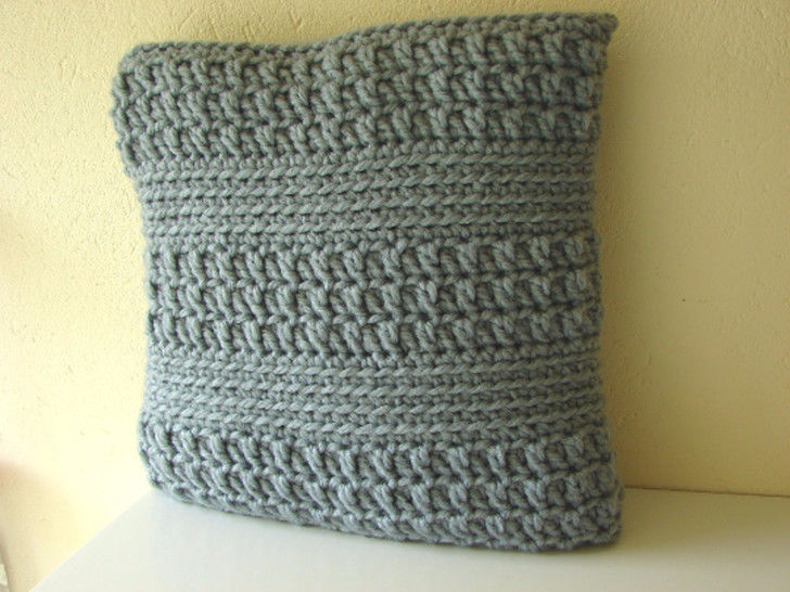Download Chunky cushion cover - crochet pattern - Crochet Patterns immediately at Makerist