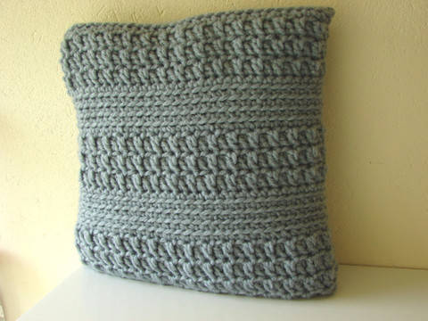Download Chunky cushion cover - crochet pattern immediately at Makerist