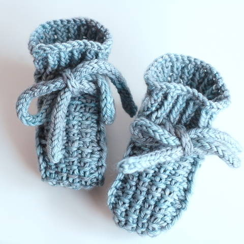 Little Booties - knitting pattern (en) bei Makerist sofort runterladen