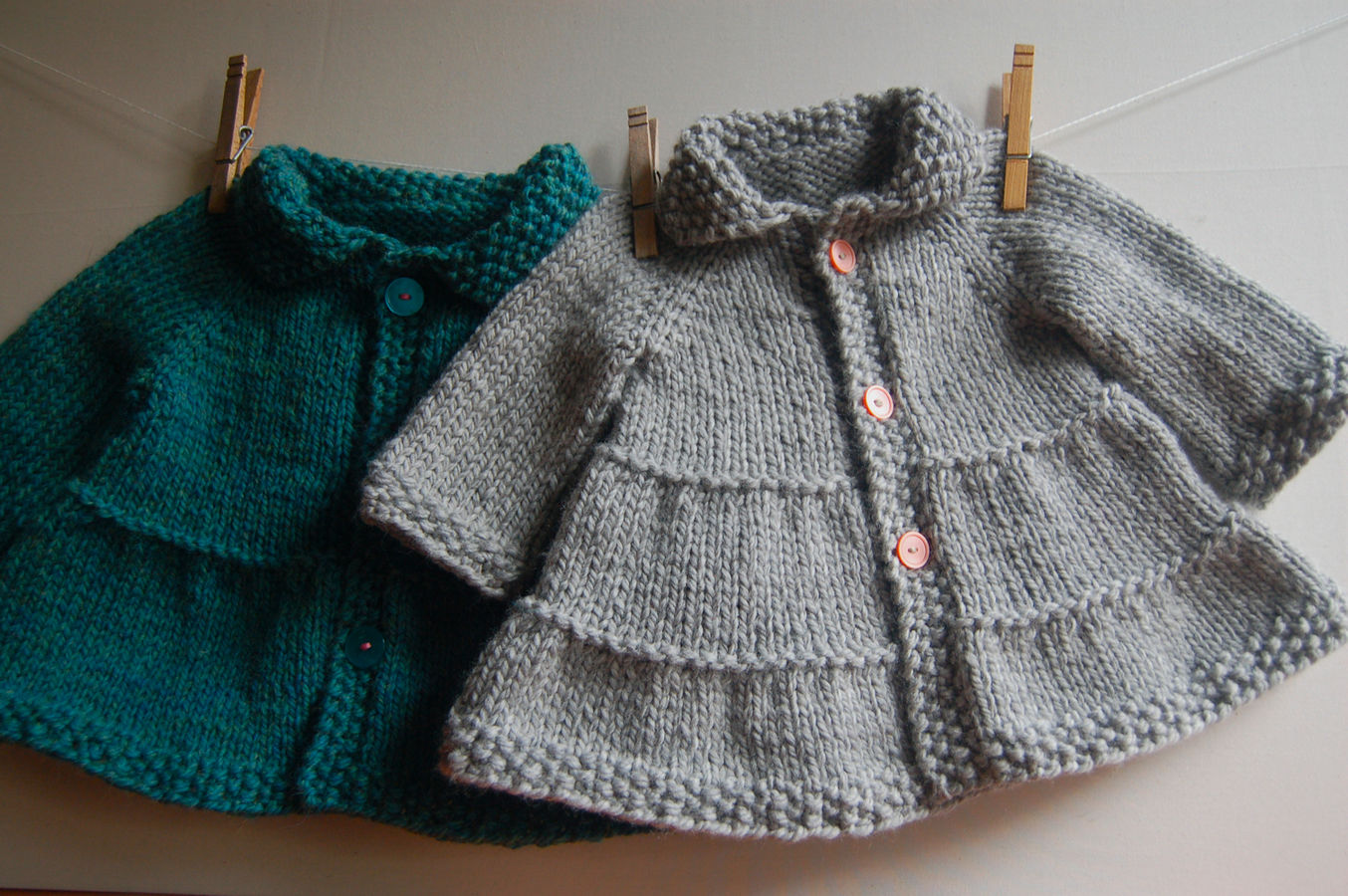 Tiered Baby and child Coat and Jacket - easy knitting pattern (en)