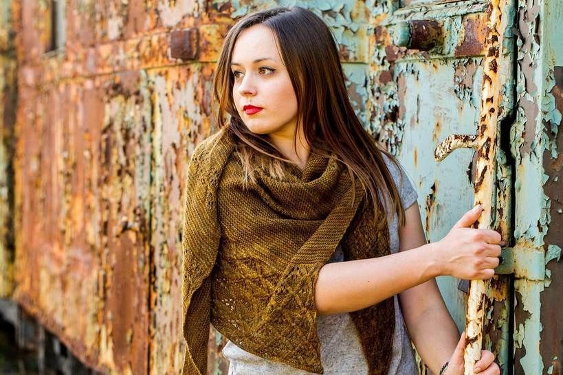 Download Triangular shawl -  Feel Hugged  - Knitting Patterns immediately at Makerist
