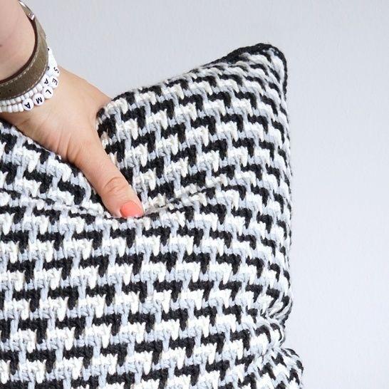 Download Tunisian crochet pattern Zig-Zag pillow - Crochet Patterns immediately at Makerist