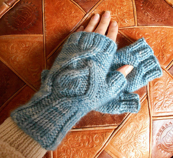 Download Amadare fingerless mitts - Knitting Patterns immediately at Makerist