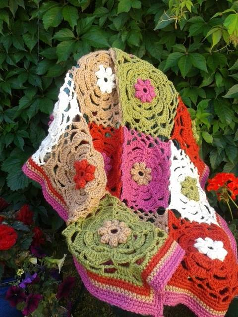 Download Chunky Throw Crochet Pattern immediately at Makerist