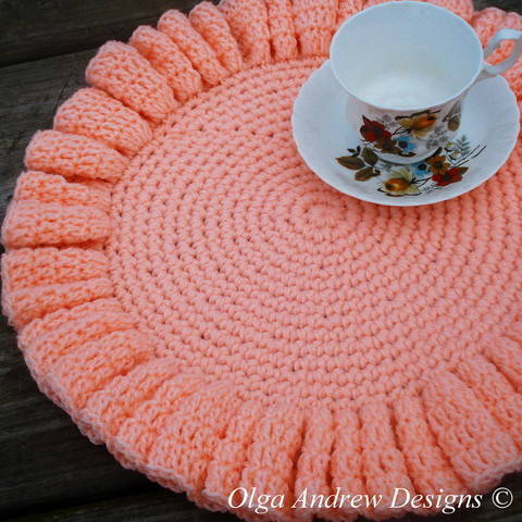 Download Large ruffled doily crochet pattern 082 immediately at Makerist