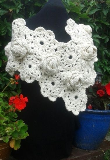 Download Chunky Rose Crochet Wrap - Crochet Patterns immediately at Makerist