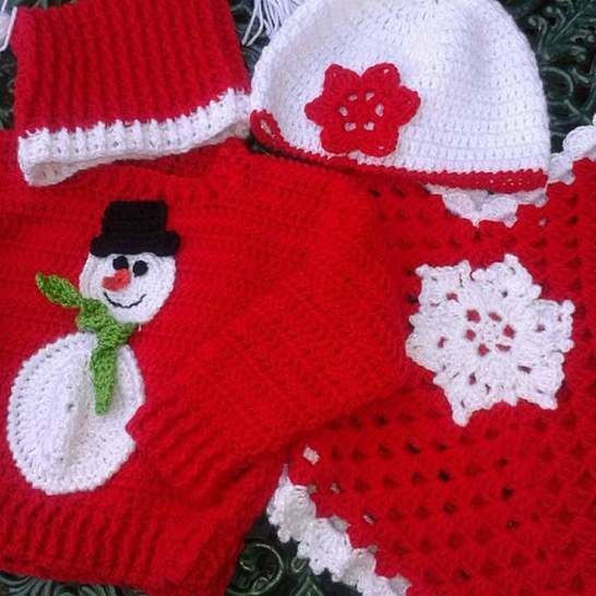 Download Snowman Jumper Hat and Snowflake Poncho and Hat Crochet Pattern - Crochet Patterns immediately at Makerist