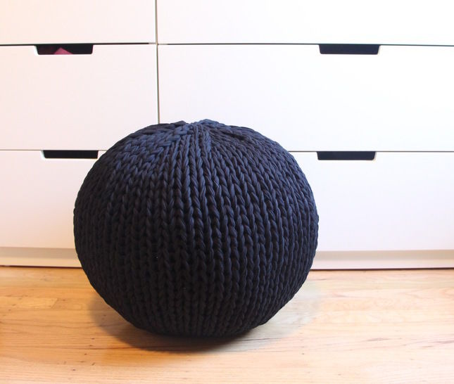 Download Jersey knit pouf - Knitting Patterns immediately at Makerist
