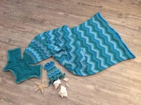 """Strickanleitung Decke """"Meerjungfrau"""" + Taschenbeutel """"Meerjungfrau"""" bei Makerist sofort runterladen"""