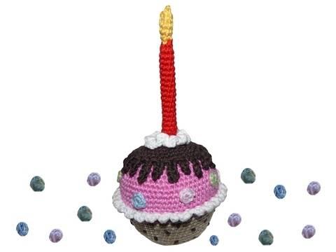 Häkelanleitung (028): Geburtstags-Muffin bei Makerist sofort runterladen
